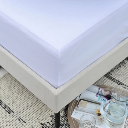 King white Microfibre Fitted Sheet